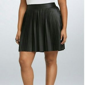 TORRID black faux leather pleated skirt size 4X